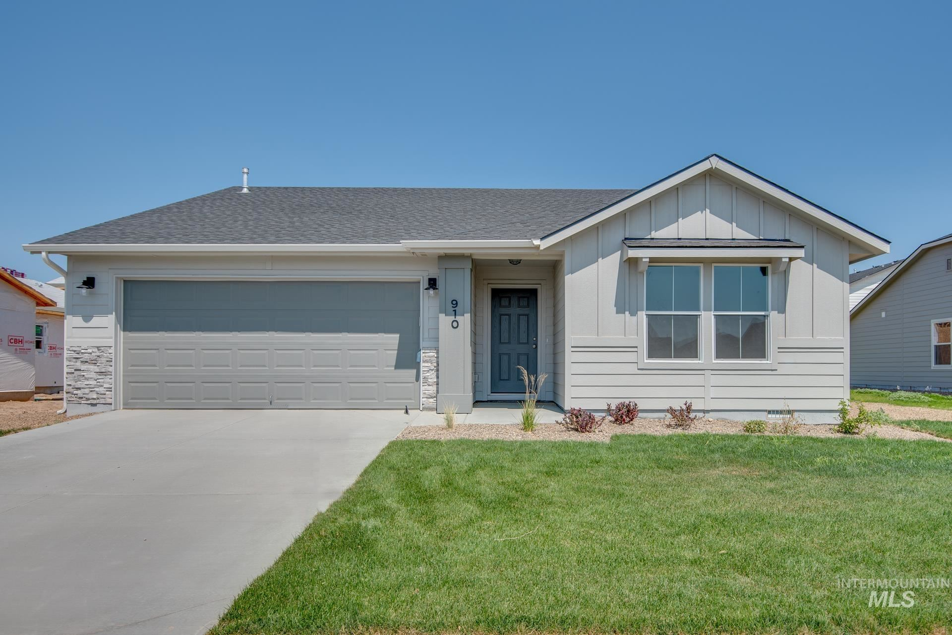 Photo of 910 SW Crested St, Mountain Home, ID 83647 (MLS # 98807223)