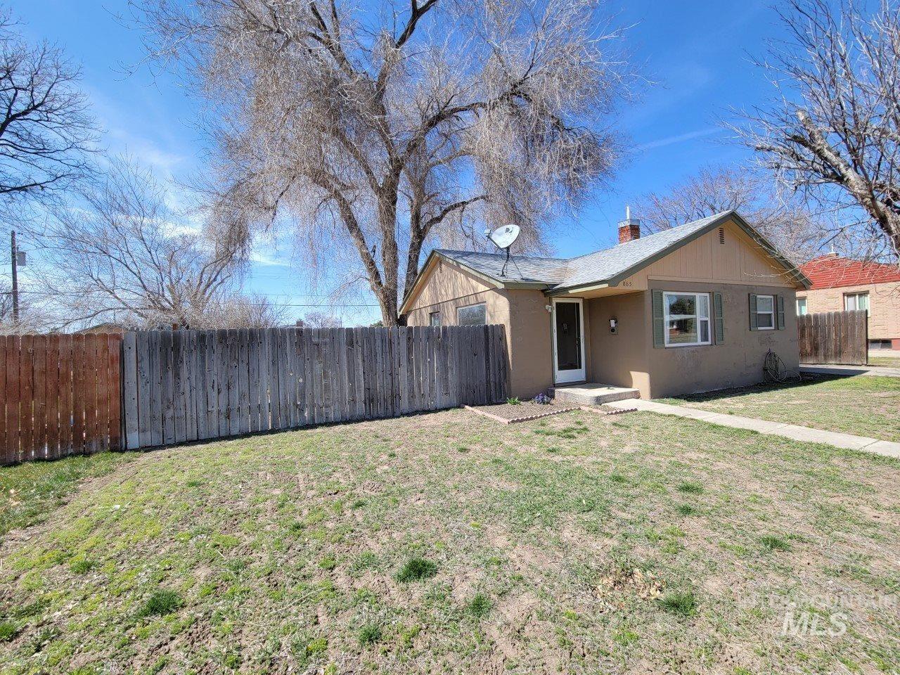 Photo of 865 N 8th E, Mountain Home, ID 83647 (MLS # 98798285)