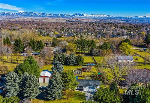 Photo of 976 N Downing Dr, Eagle, ID 83616 (MLS # 98793291)