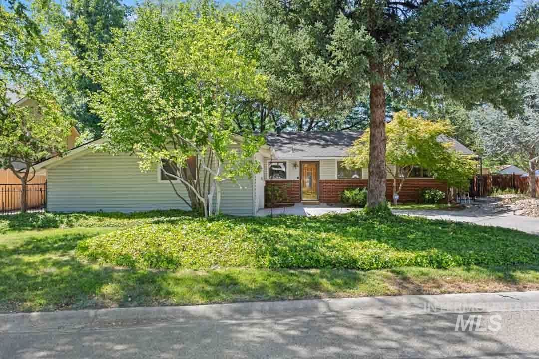 Photo of 2713 S Inverness Way, Boise, ID 83705 (MLS # 98776296)