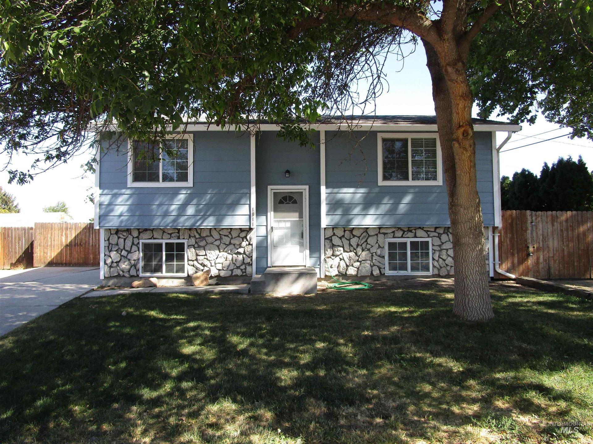 Photo of 1811 Carol Ave, Caldwell, ID 83605-4772 (MLS # 98819309)