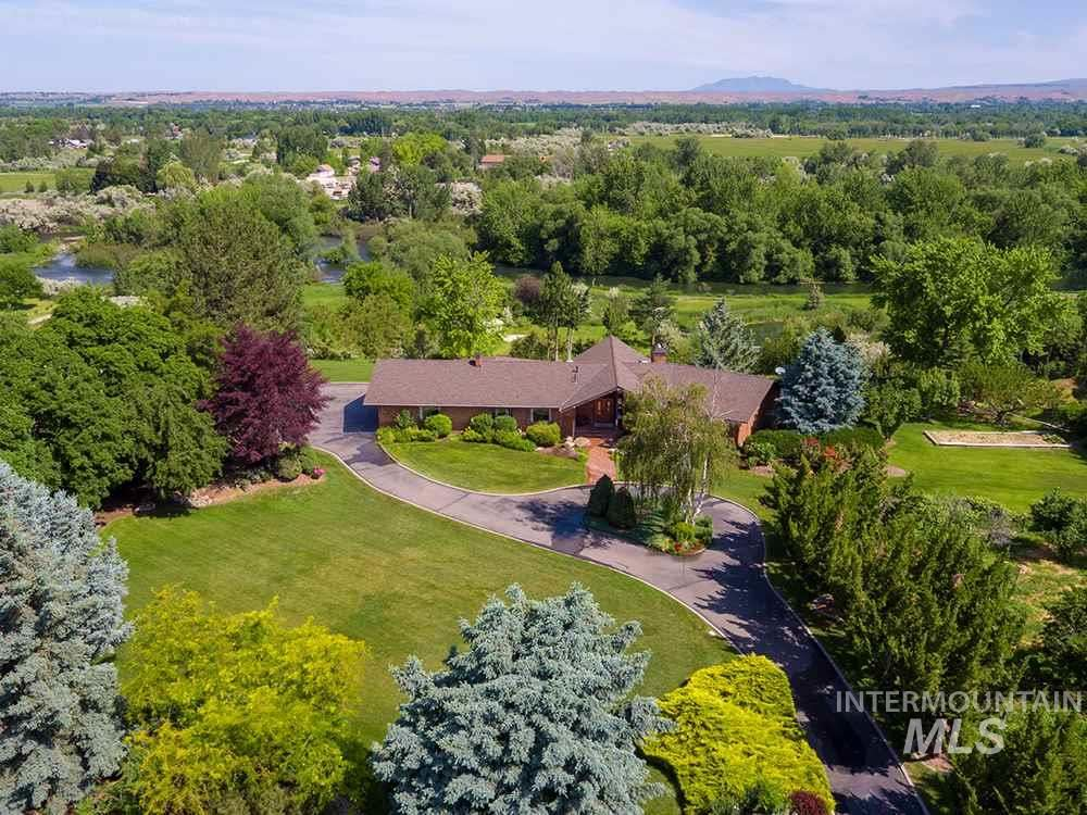 Photo of 582 W River Heights Dr, Meridian, ID 83646 (MLS # 98776337)