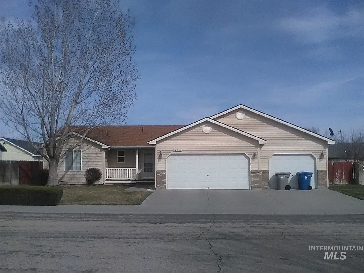 Photo of 464 NW Jerome Ave, Mountain Home, ID 83647 (MLS # 98798390)