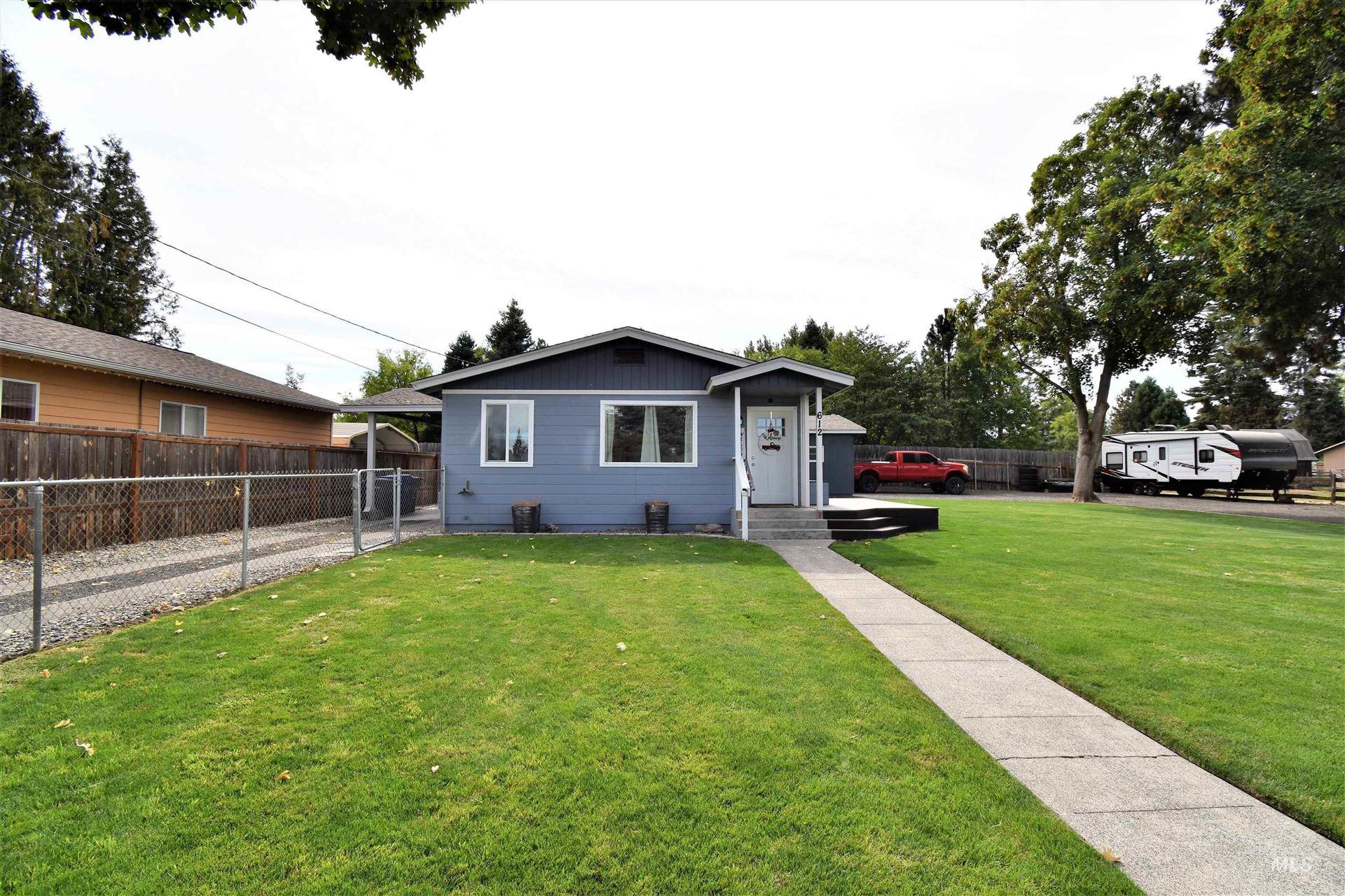 Photo of 612 Vista Ave, Lewiston, ID 83501 (MLS # 98819395)