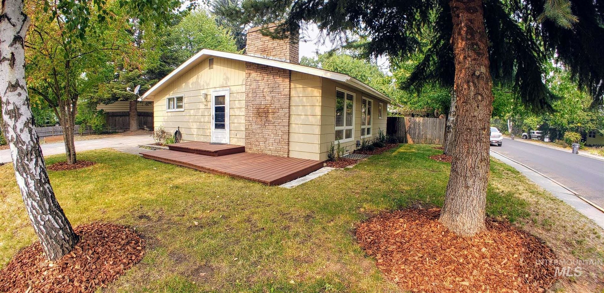 Photo of 944 Mabelle St., Moscow, ID 83843 (MLS # 98781400)
