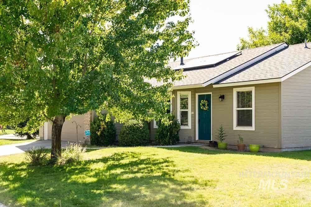 Photo of 1437 N Sandlin Ave, Meridian, ID 83642 (MLS # 98819429)