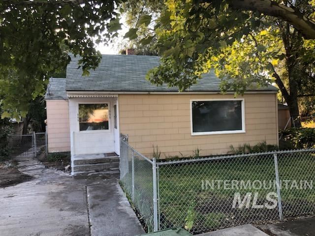 Photo of 555 15th St., Vale, OR 97918-0000 (MLS # 98805433)
