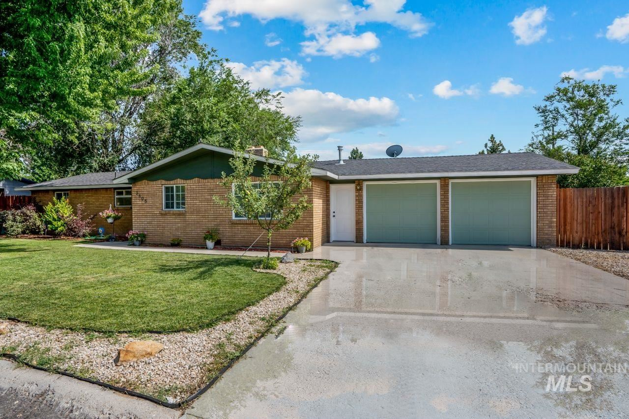 Photo of 3805 W Pasadena Dr, Boise, ID 83705 (MLS # 98776445)