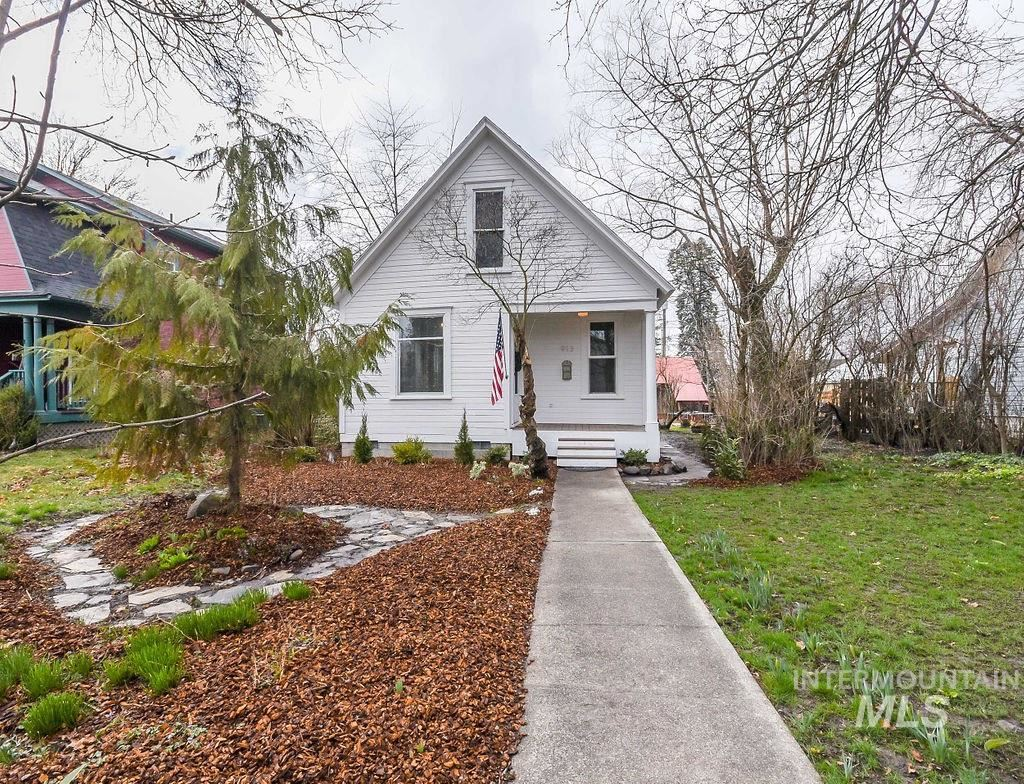 Photo of 913 S Jefferson, Moscow, ID 83843 (MLS # 98797445)