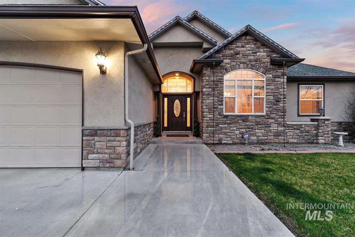 Photo of 2164 NE Onati Ave, Mountain Home, ID 83647-3741 (MLS # 98798447)