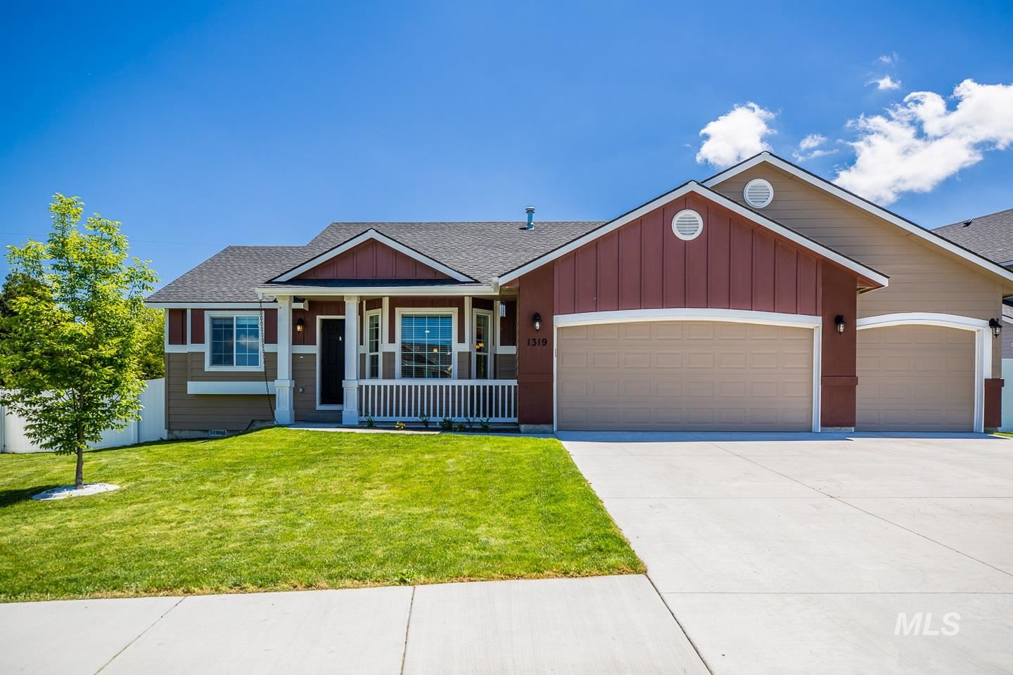 Photo of 1319 14th Ave E, Jerome, ID 83338 (MLS # 98768454)