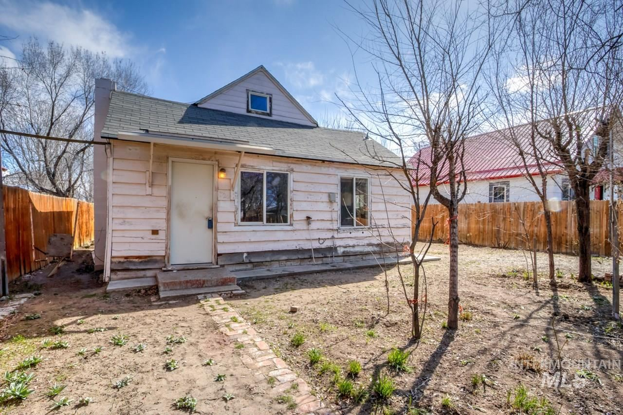 Photo of 720 NW 2ND ST, Ontario, OR 97914 (MLS # 98795462)