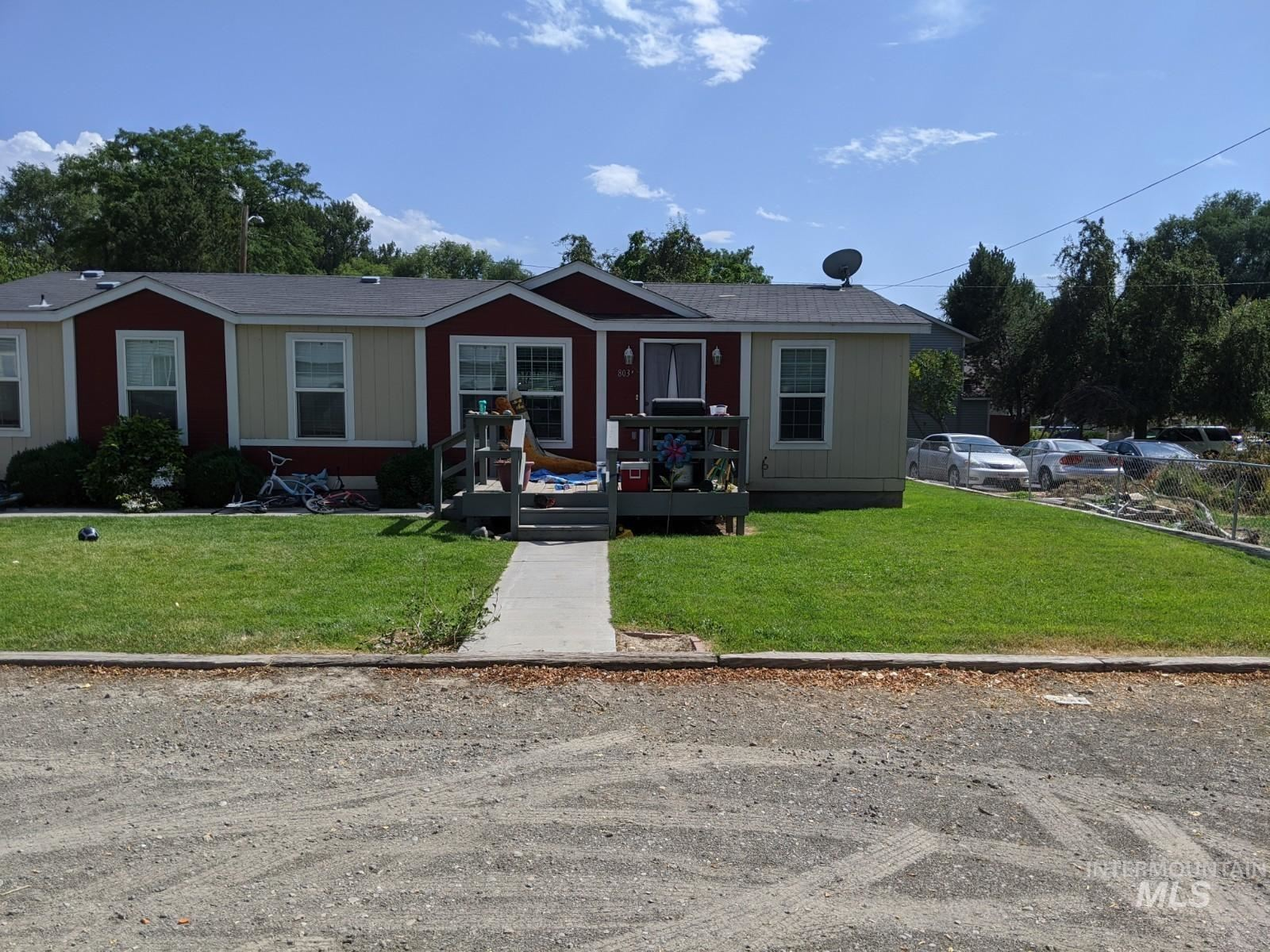 Photo of 803 B D Ave E, Jerome, ID 83338 (MLS # 98776484)