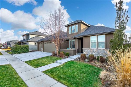 Photo of 327 W Bacall Drive, Meridian, ID 83646 (MLS # 98754485)