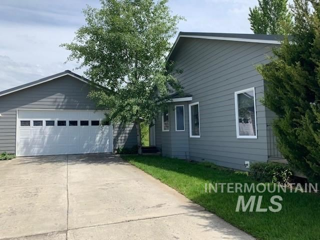 Photo of 2040 White Avenue, Moscow, ID 83843-0000 (MLS # 98762491)