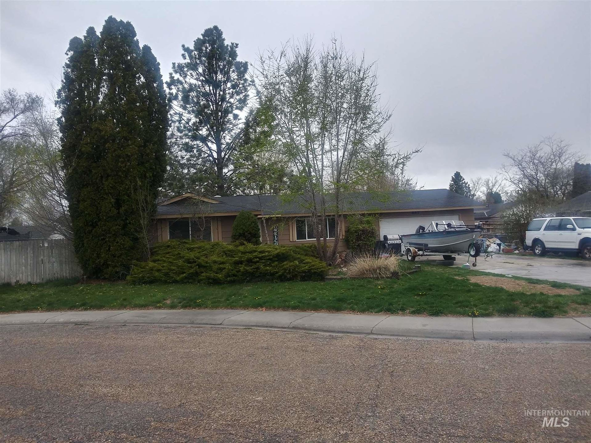 Photo of 845 W Kinghorn Dr, Nampa, ID 83651 (MLS # 98798509)
