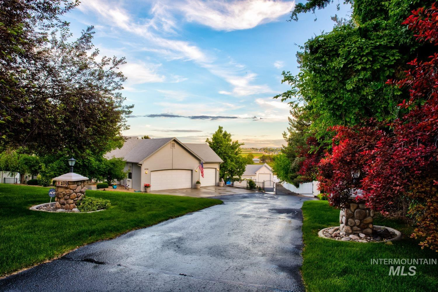 Photo of 409 Crestview Dr., Nampa, ID 83686 (MLS # 98768540)