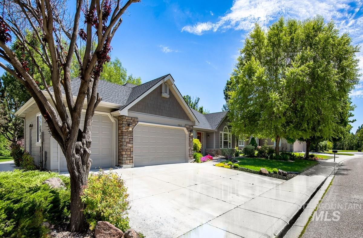 Photo of 2922 S Whitehaven Pl, Eagle, ID 83616 (MLS # 98768557)