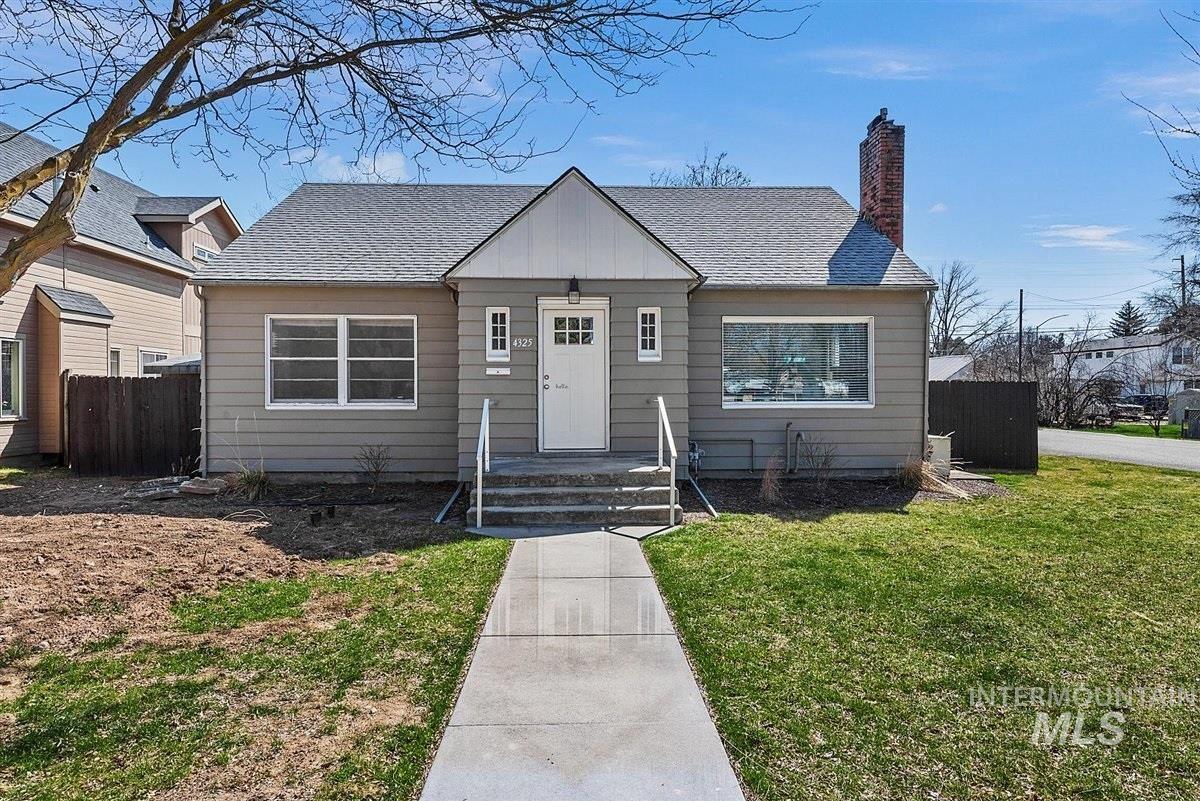 Photo of 4325 W Freemont, Boise, ID 83706-2101 (MLS # 98798585)