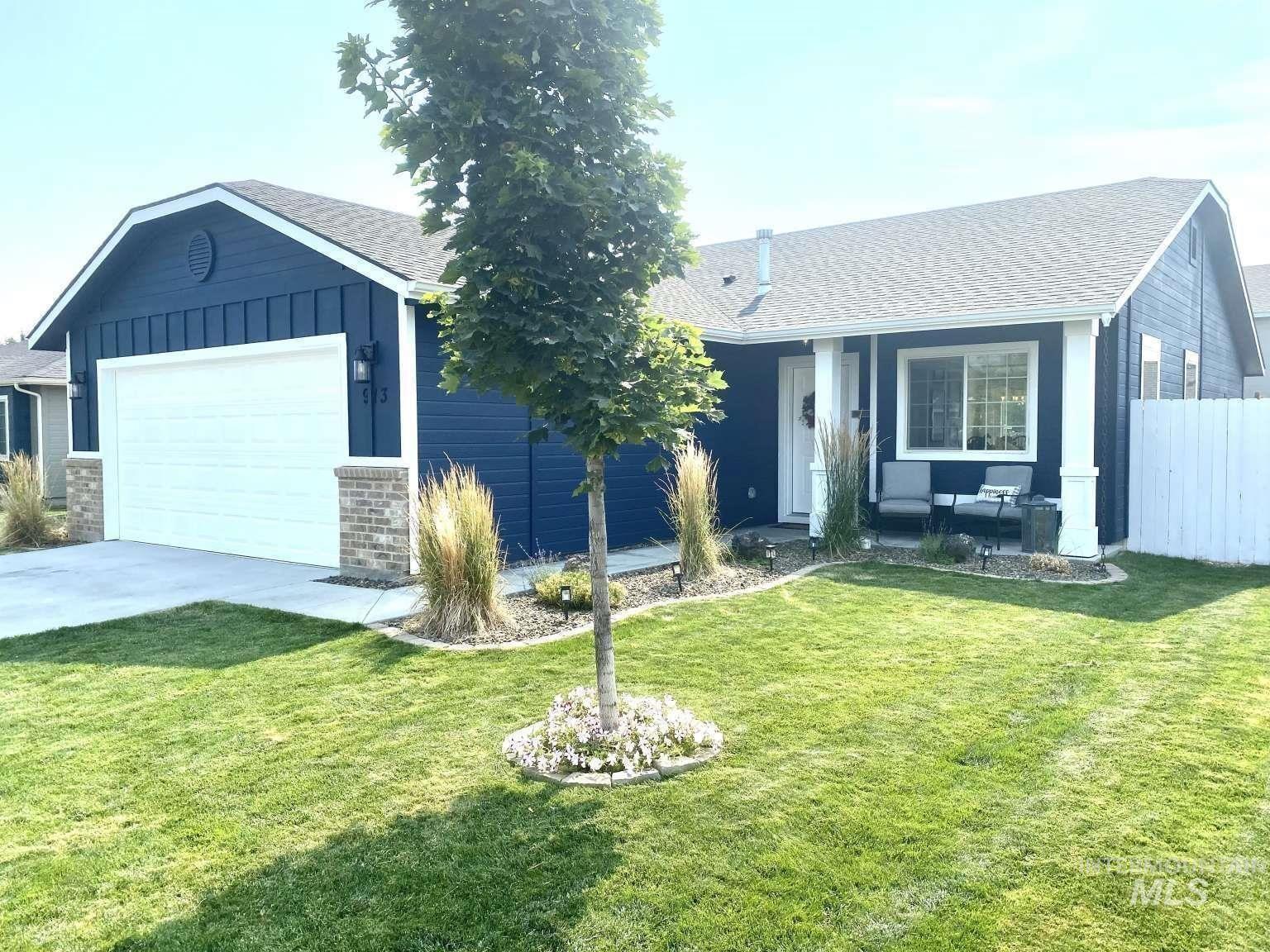 Photo of 913 S Theave Ave, Kuna, ID 83634 (MLS # 98811589)