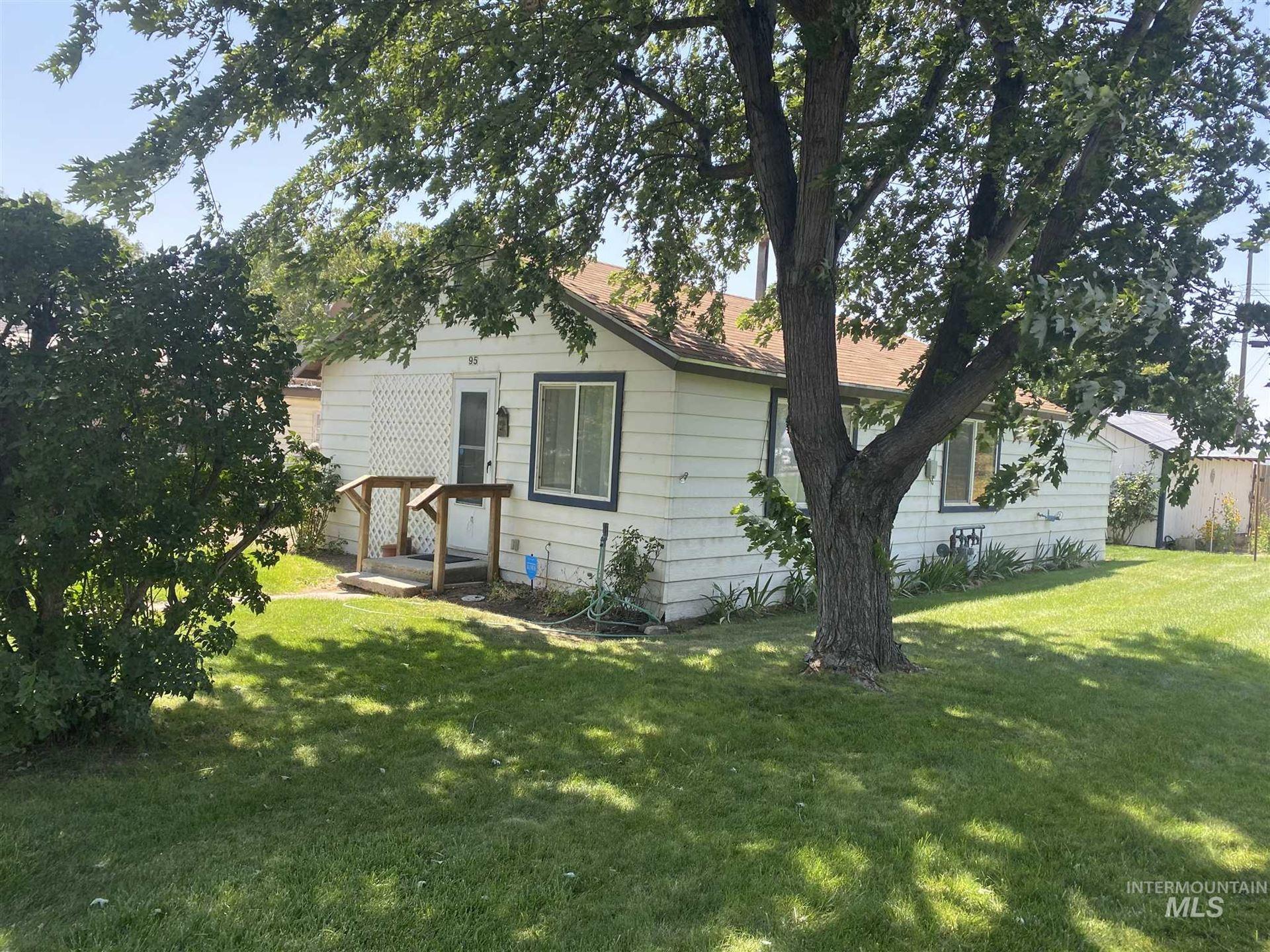 Photo of 95 N Kansas Ave, Glenns Ferry, ID 83623 (MLS # 98776604)