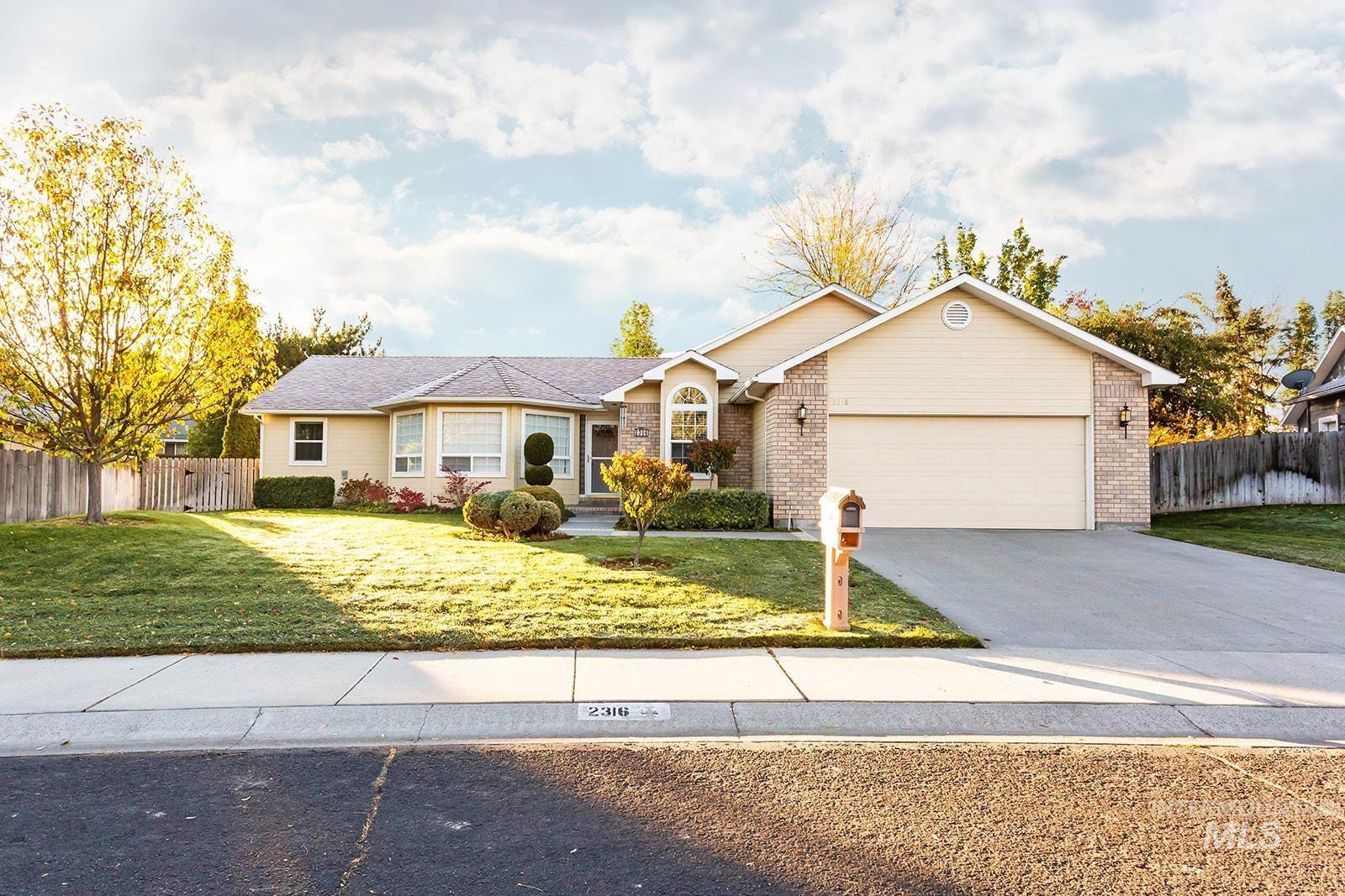 Photo of 2316 Hillcrest Drive, Twin Falls, ID 83301 (MLS # 98822611)