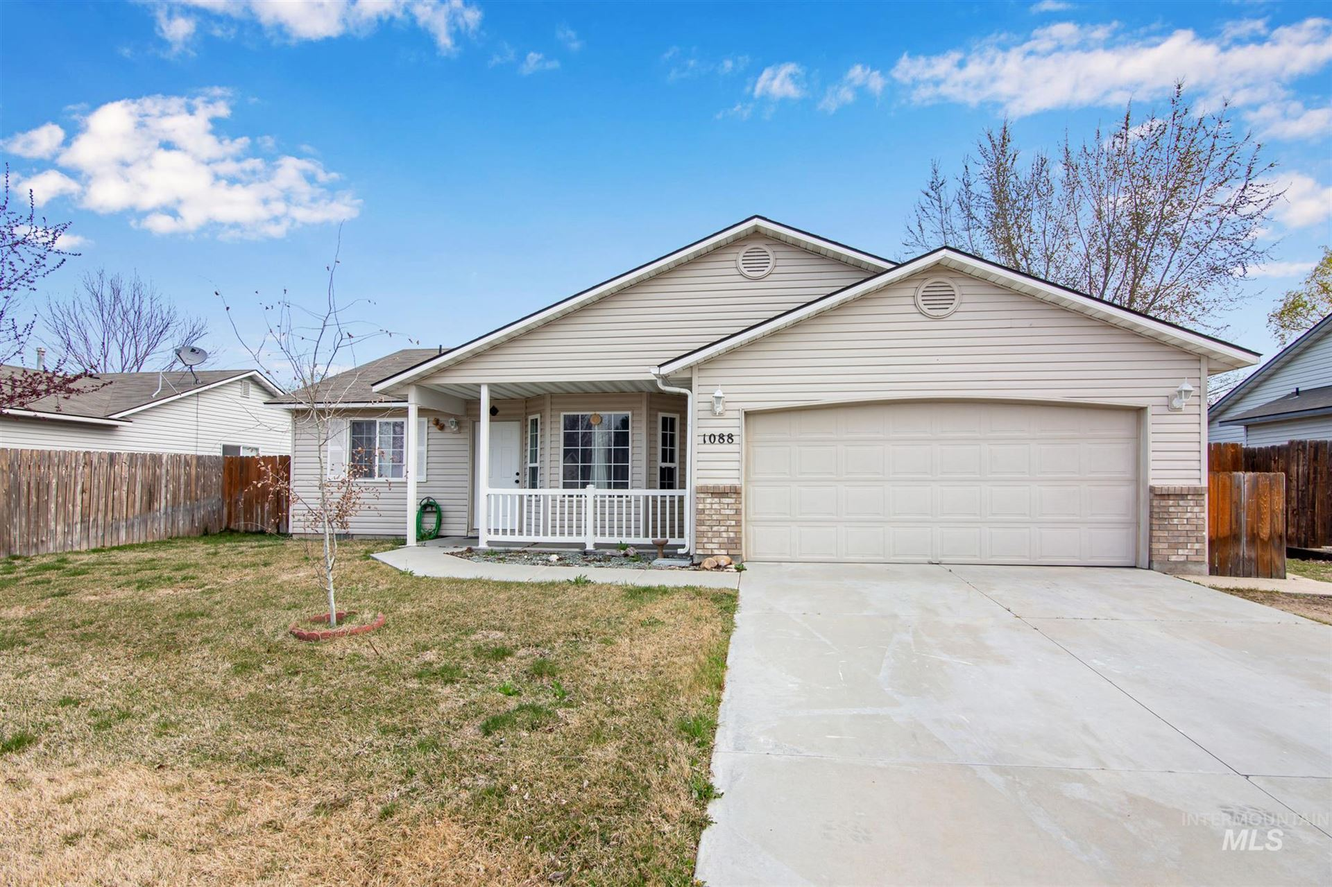 Photo of 1088 Abbey Ct, Middleton, ID 83644 (MLS # 98798646)