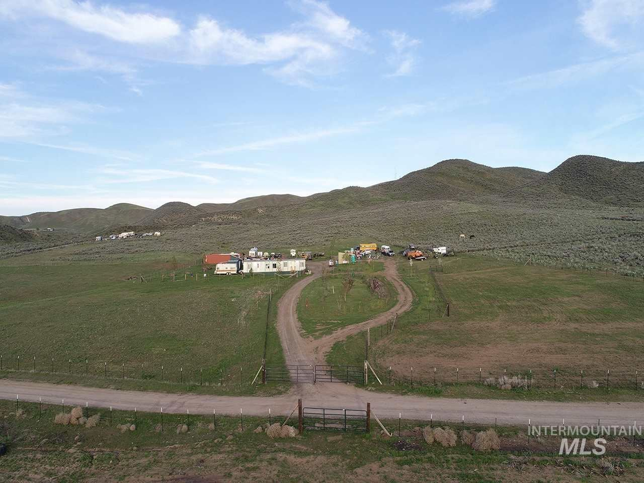 Photo of 1556 Loafer LN, Weiser, ID 83672 (MLS # 98774666)