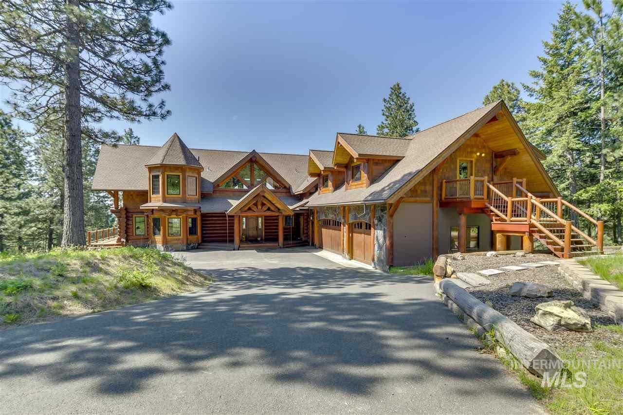 Photo of 1050 Greenview Lane, Moscow, ID 83843-8726 (MLS # 98800738)