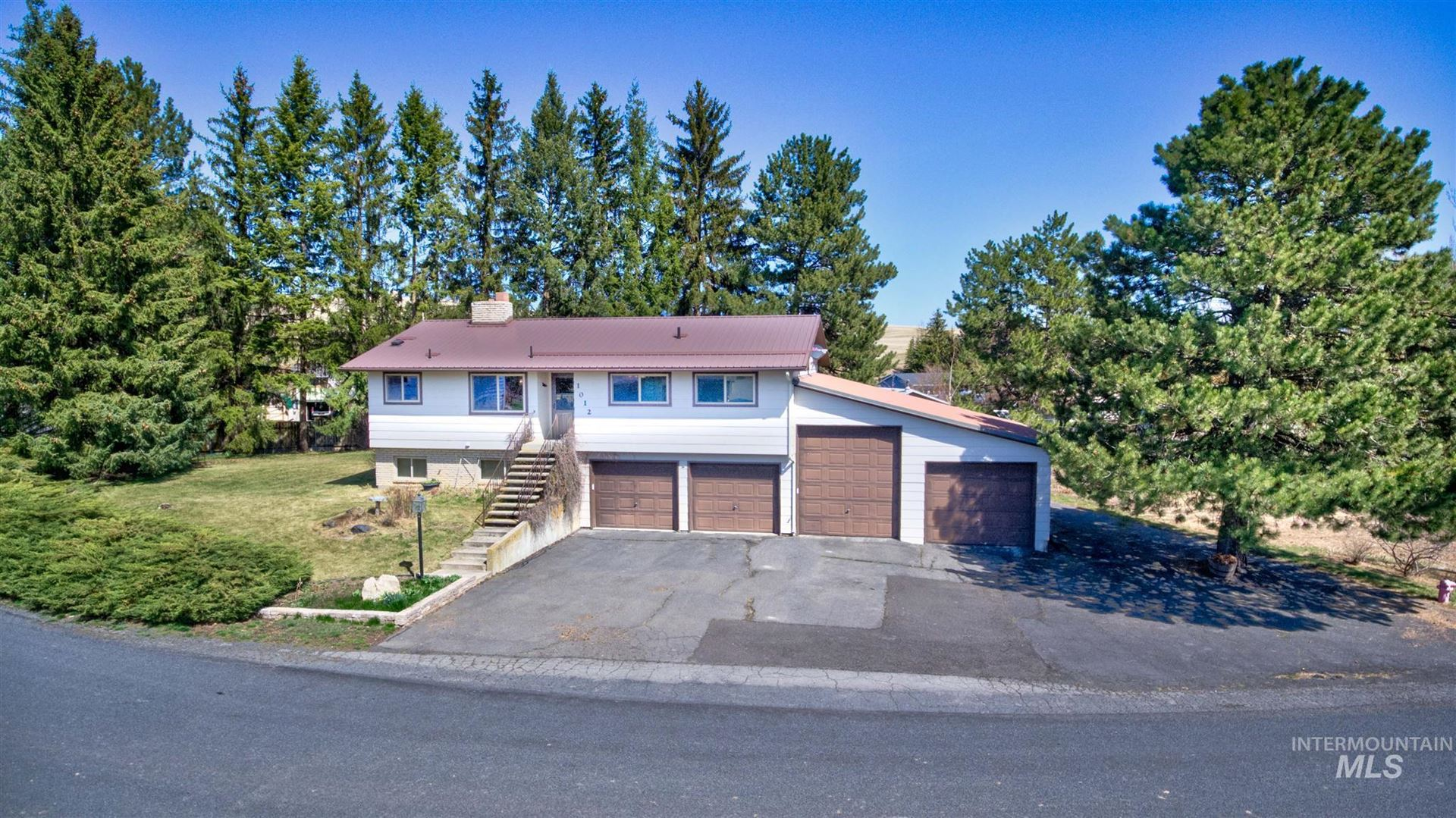 Photo of 1012 Grand Fir Dr., Moscow, ID 83843 (MLS # 98798739)
