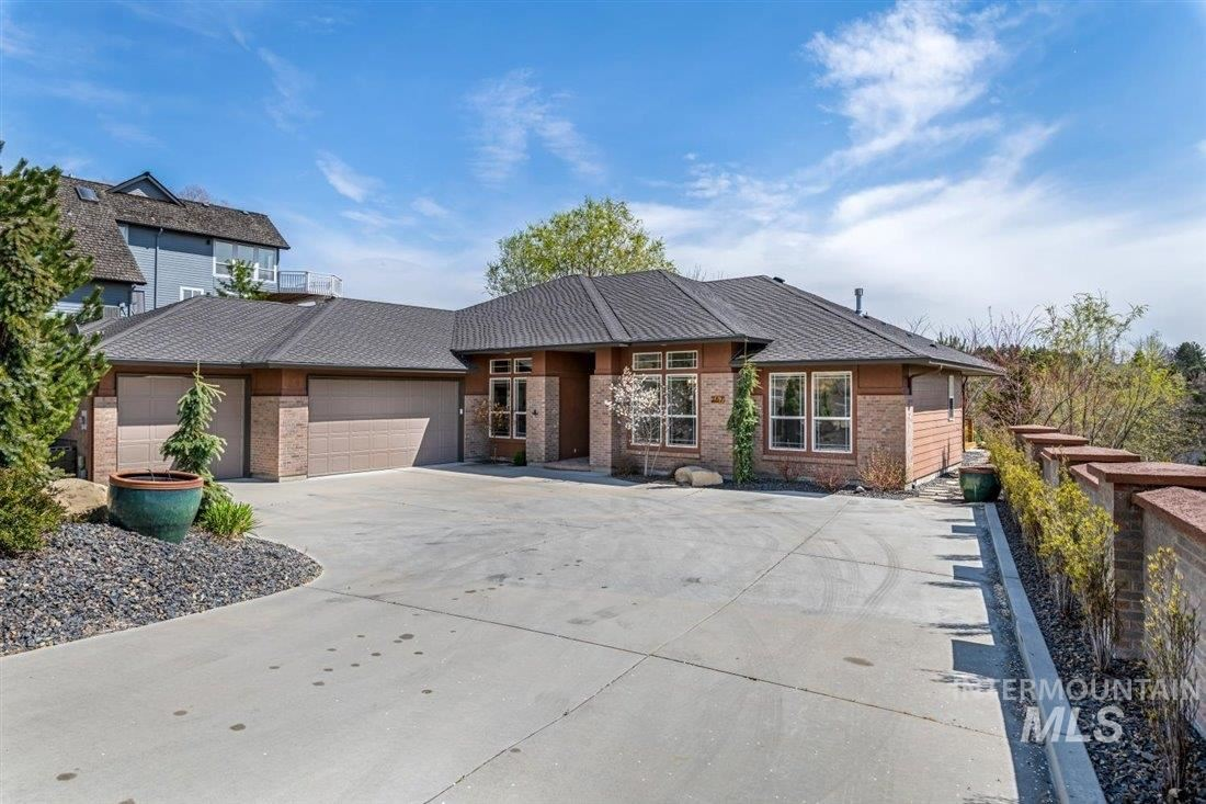 Photo of 267 W Groveview Ln, Boise, ID 83702 (MLS # 98799770)