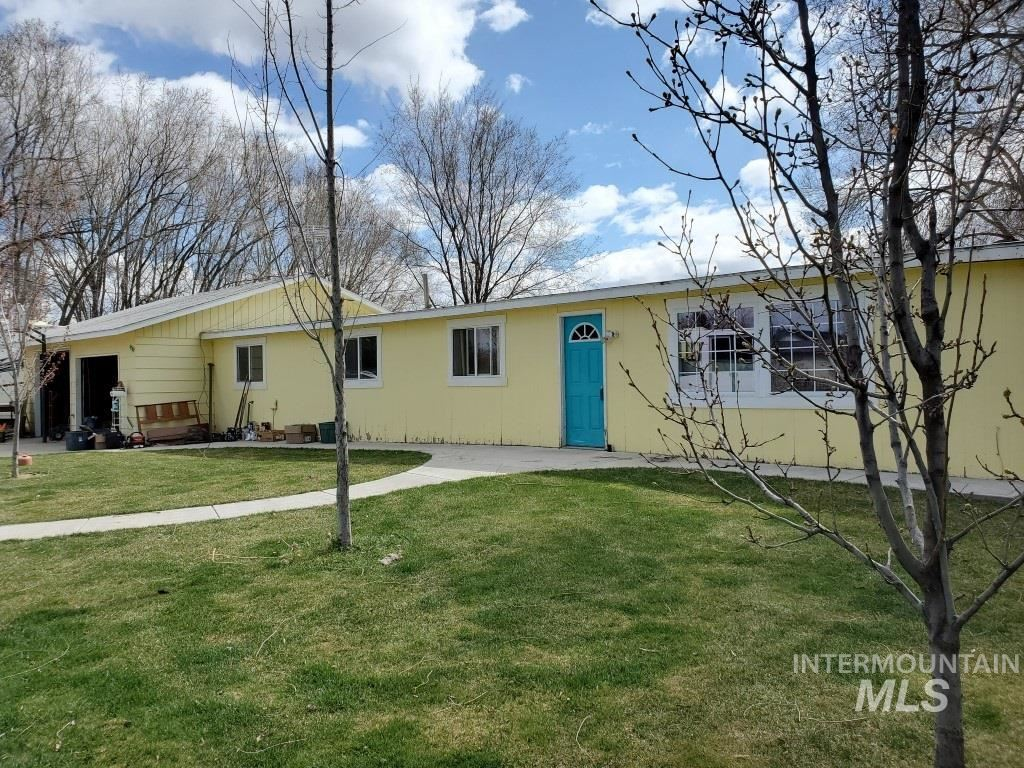 Photo of 381 Outlook Dr, Ontario, OR 97914 (MLS # 98797781)