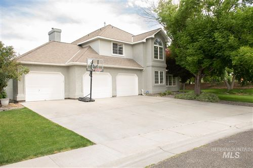 Photo of 3160 E Springwood Dr, Meridian, ID 83642 (MLS # 98756798)