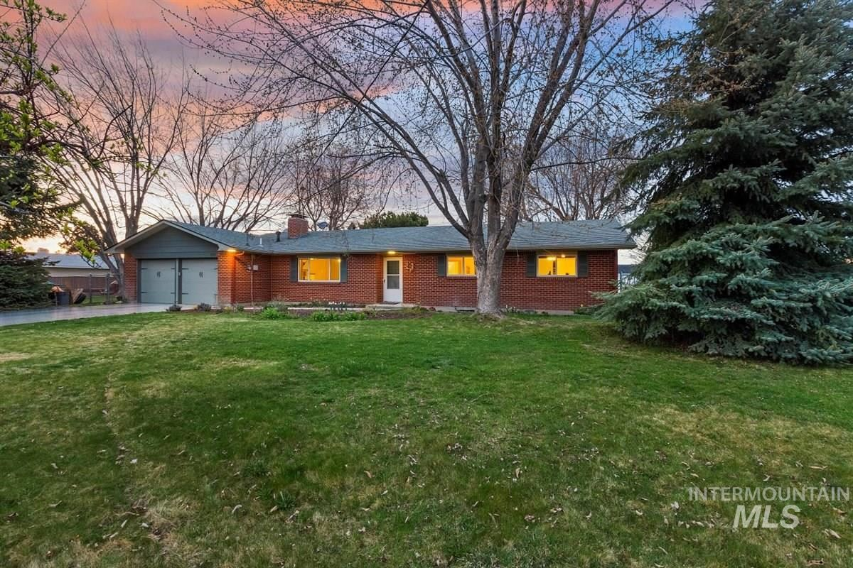 Photo of 600 W State St, Eagle, ID 83616 (MLS # 98798801)
