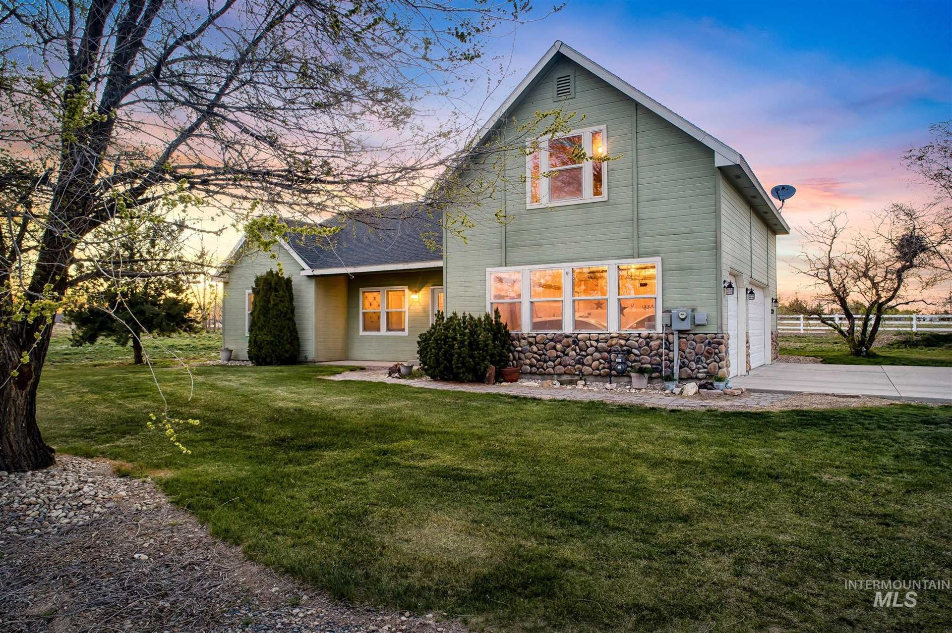 Photo of 23729 Canyon Ln, Caldwell, ID 83607 (MLS # 98799810)