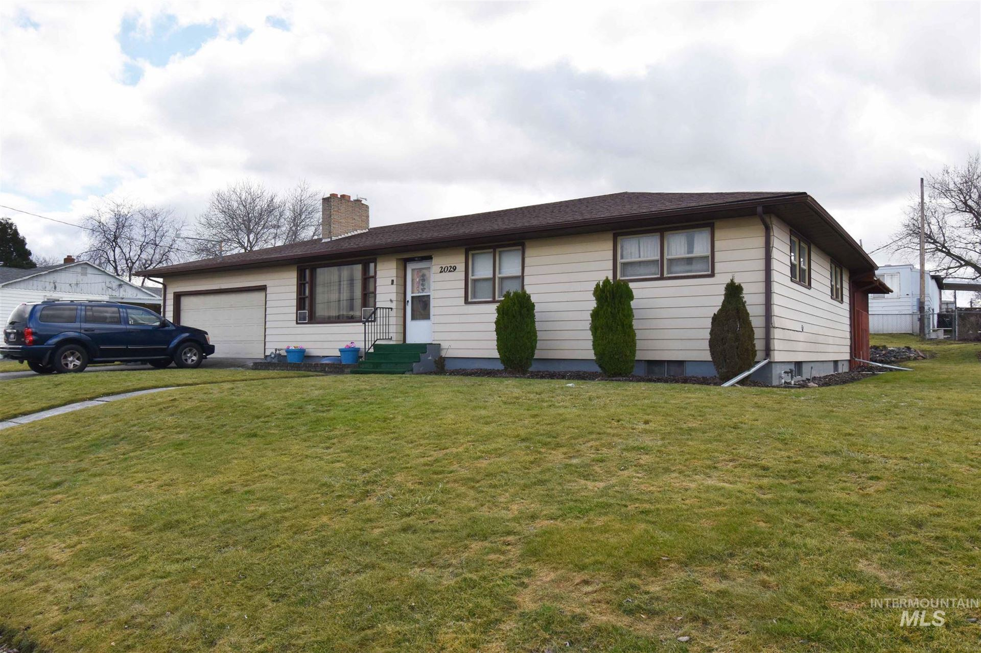 Photo of 2029 Valleyview Drive, Clarkston, WA 99403 (MLS # 98794829)