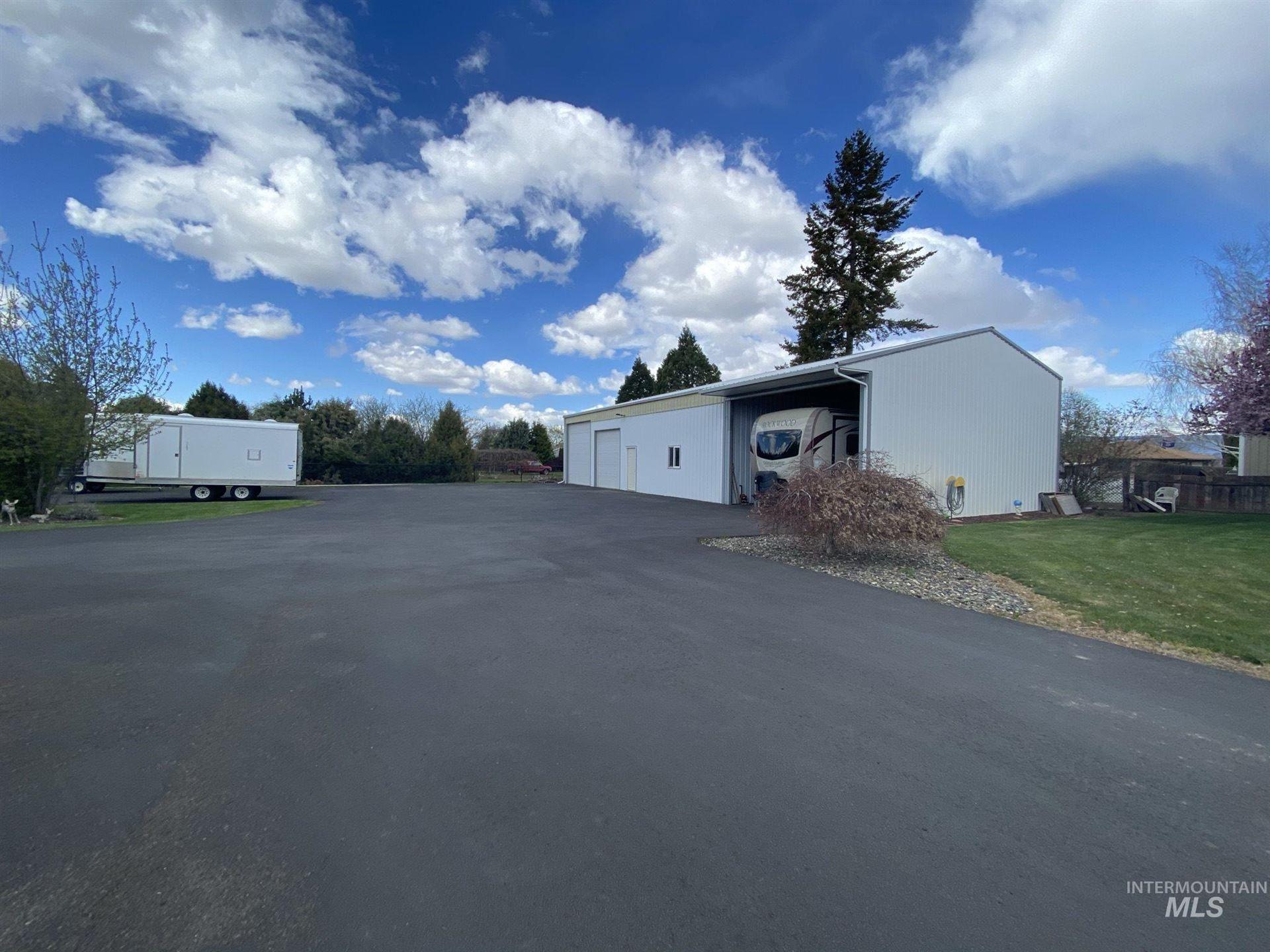 Photo of 927 Cedar Avenue, Lewiston, ID 83501 (MLS # 98798862)