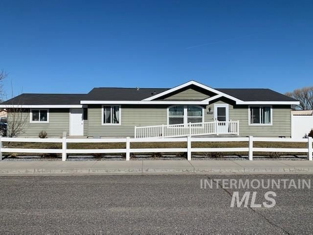 Photo of 290 Ellsworth St, Vale, OR 97918-9601 (MLS # 98794889)