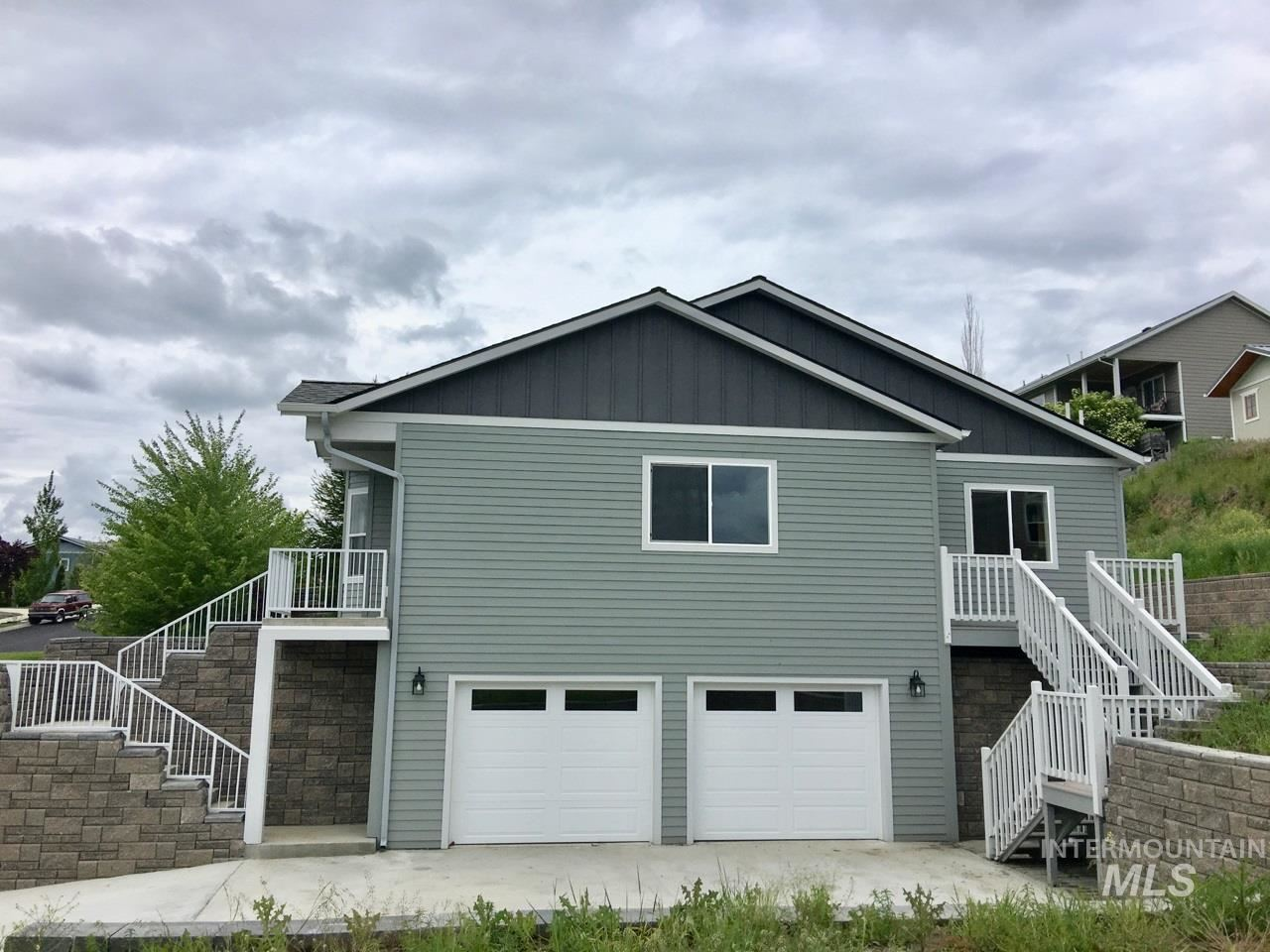 Photo of 412 Victoria Drive, Moscow, ID 83843 (MLS # 98751892)