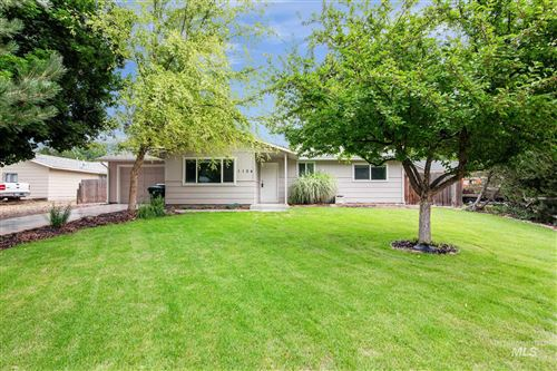 Photo of 1104 NW 14th Place, Meridian, ID 83642 (MLS # 98811894)