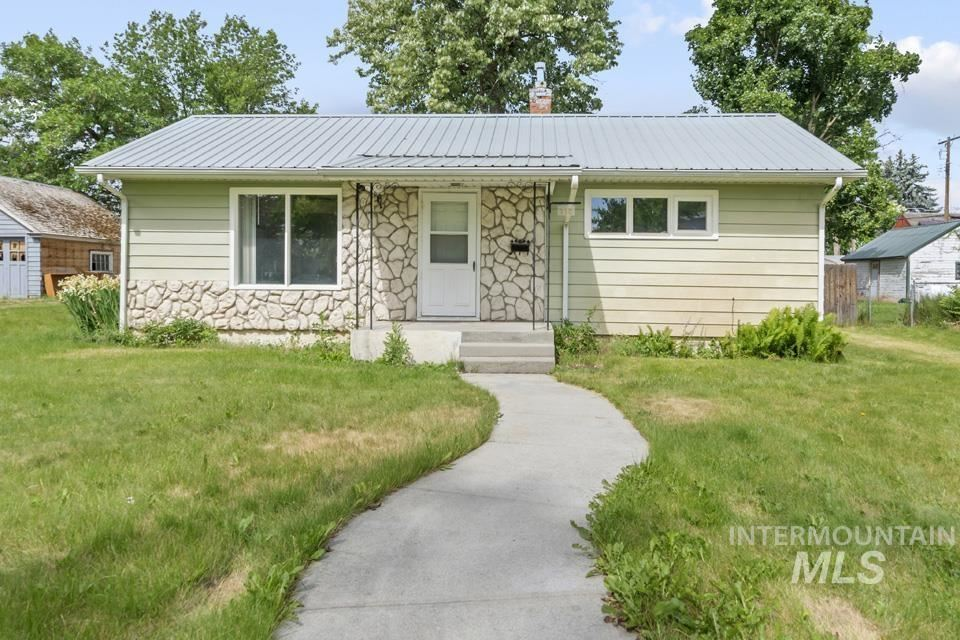 Photo of 315 N 10th St, Payette, ID 83661 (MLS # 98806897)