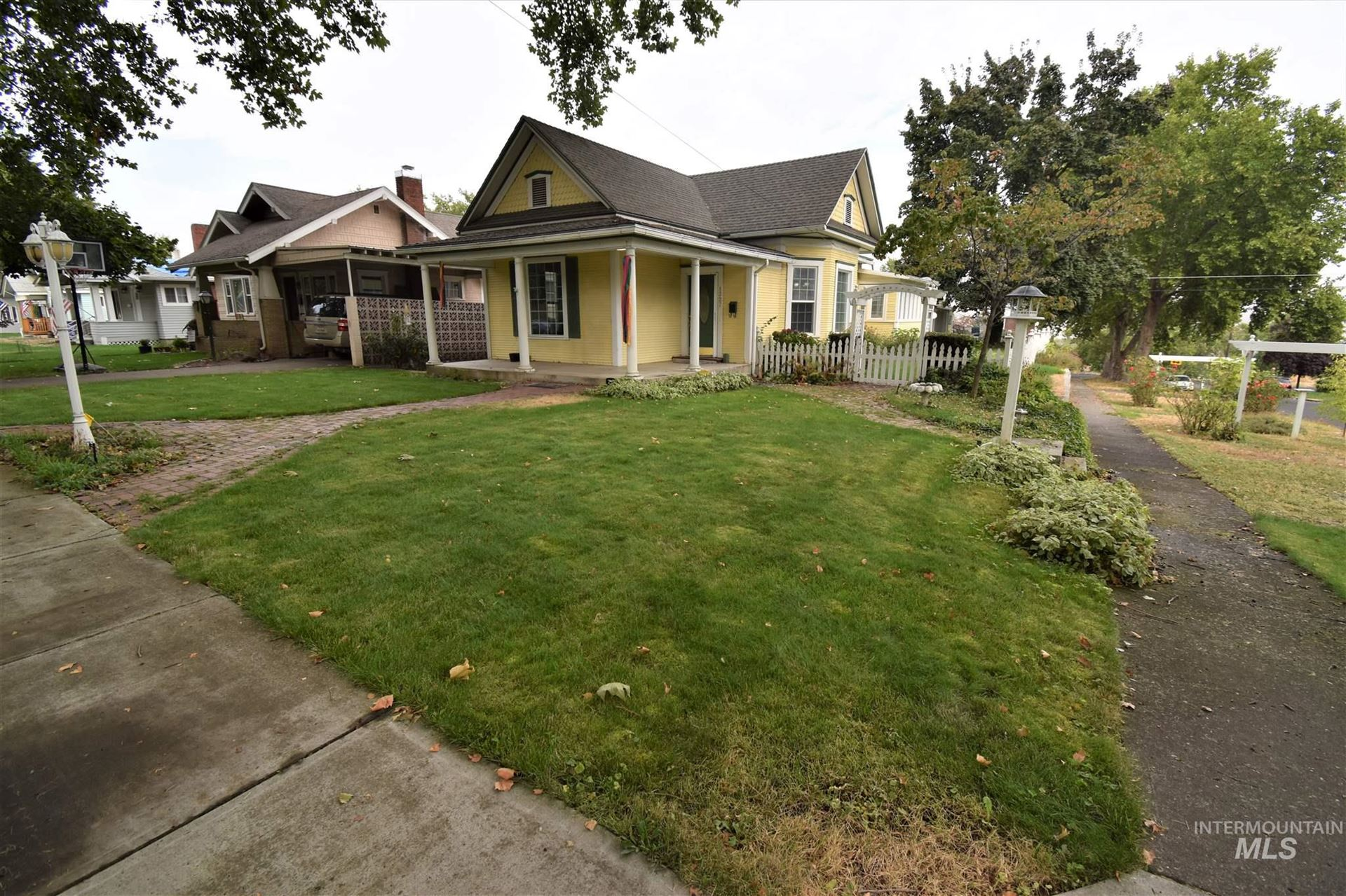 Photo of 1327 9th Avenue, Lewiston, ID 83501 (MLS # 98781913)