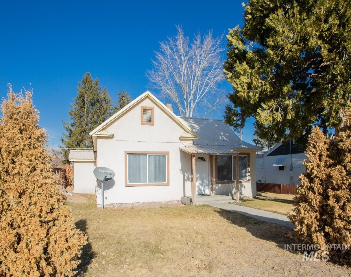 Photo of 348 W 3rd Ave, Wendell, ID 83355 (MLS # 98788923)