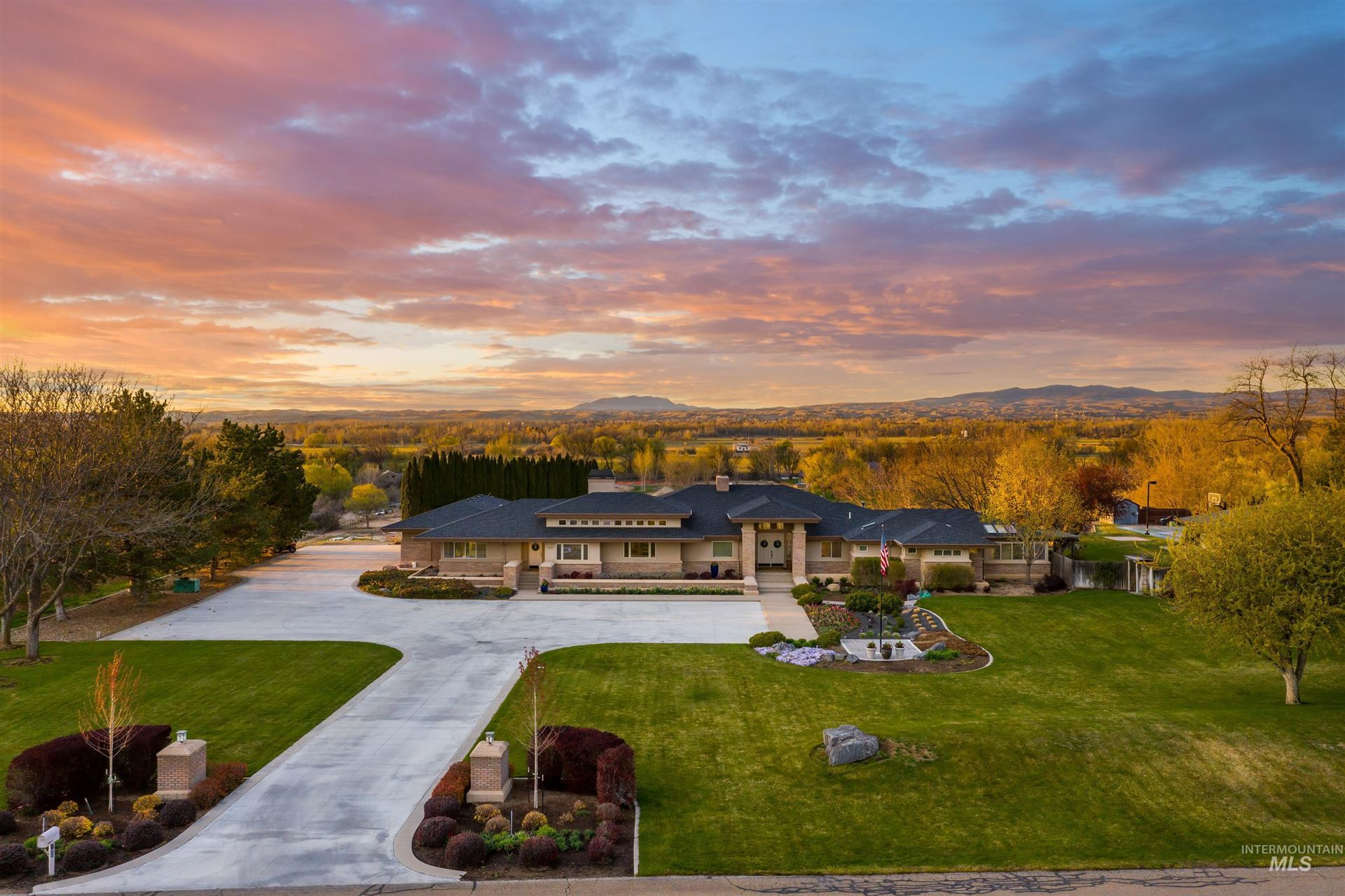 Photo of 130 W River Heights Drive, Meridian, ID 83646 (MLS # 98799934)