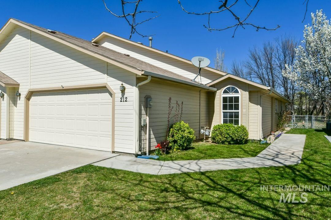 Photo of 212 South Valley Dr, Nampa, ID 83686 (MLS # 98798982)