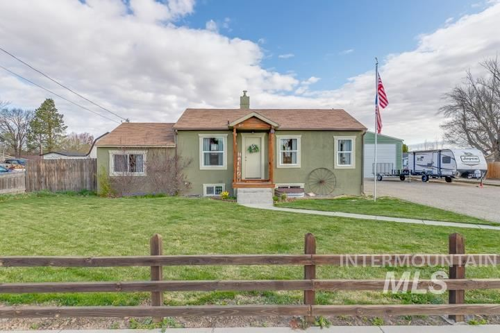 Photo of 2417 Lincoln St, Caldwell, ID 83652-539 (MLS # 98798985)
