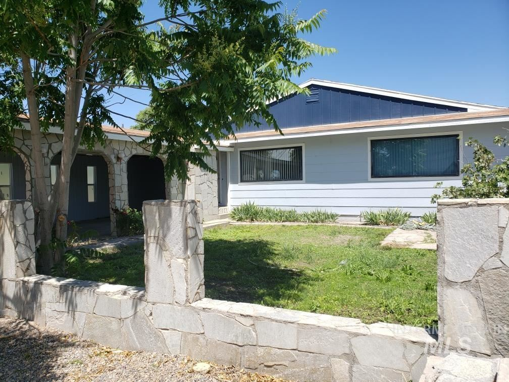 Photo of 112 Ennis Avenue, Nyssa, OR 97913 (MLS # 98805994)