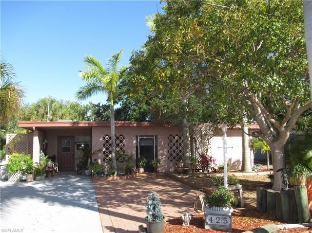 425 Donora BLVD, Fort Myers Beach, FL 33931 - #: 221025179