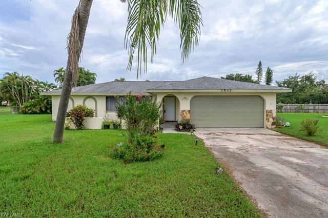 1513 Cambridge LN, Fort Myers, FL 33919 - #: 220056840