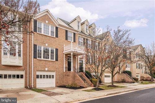 Photo of 2046 GALLOWS TREE CT, VIENNA, VA 22182 (MLS # VAFX1101012)